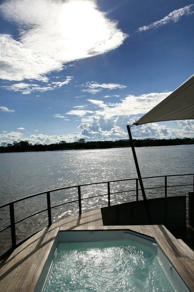 ARIA-AMAZON-JACUZZI