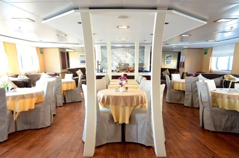 HARMONY-V_LIFE-ON-BOARD_-Dining-room