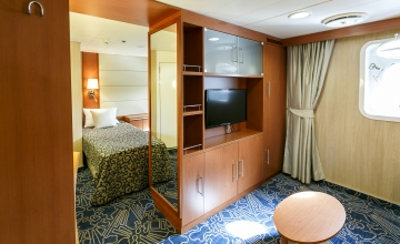 twin-porthole-suite-2