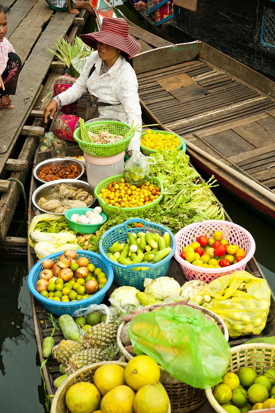 CAMBODIA - FLOATING MARKET