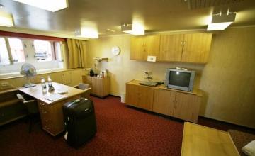 interior-shipvic-cabin48-artikasuite-2010