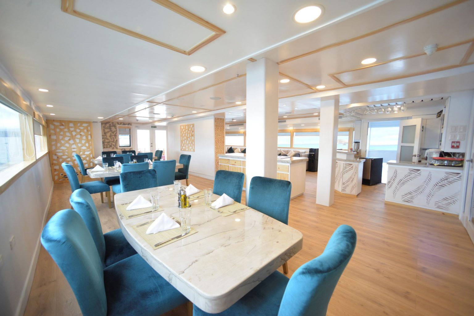 galapagos cruise boats