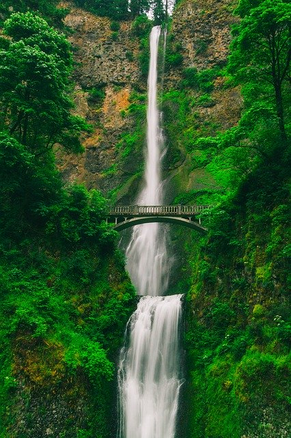 Columbia River Cruise -Columbia River Gorge – Mt. St Helens - Multnomah Falls
